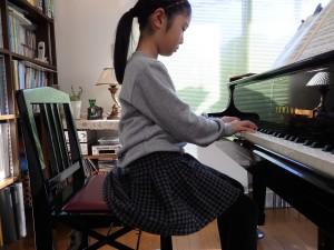 ピアノ 足台 姿勢